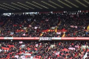 VIDEO: Charlton Athletic fans continue demonstrations with mass unveiling of banners